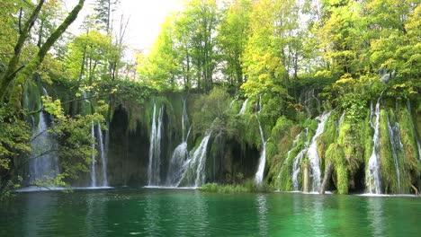 Beautiful-waterfalls-flow-through-lush-green-jungle-at-Plitvice-National-Park-in-Croatia-2