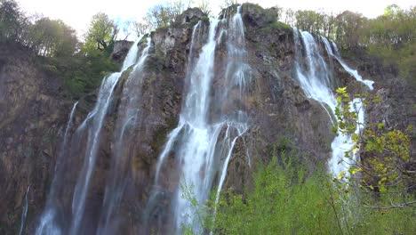 Beautiful-waterfalls-flow-through-lush-green-jungle-at-Plitvice-National-Park-in-Croatia-5