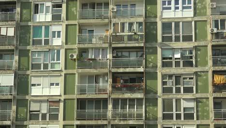 Establishing-shot-of-an-old-rundown-high-rise-apartment-building-1