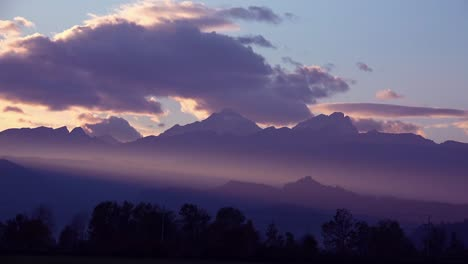 Beautiful-rays-of-light-over-a-mountain-range-at-sunset