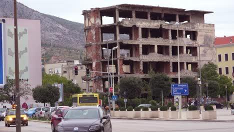 Edificios-En-Ruinas-De-La-Guerra-En-El-Centro-De-Mostar-Bosnia-Y-Herzegovina