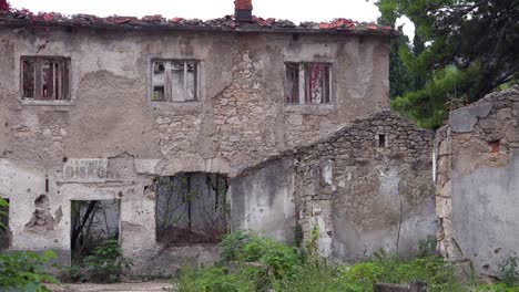 Ruined-buildings-from-the-war-in-downtown-Mostar-Bosnia-Herzegovina-3