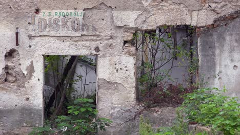 Ruined-buildings-from-the-war-in-downtown-Mostar-Bosnia-Herzegovina-4