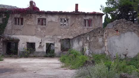 Ruined-buildings-from-the-war-in-downtown-Mostar-Bosnia-Herzegovina-5