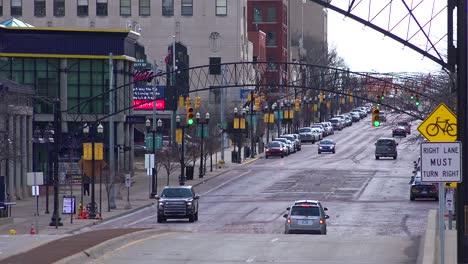 Establishing-shot-of-Flint-Michigan-main-street-and-traffic