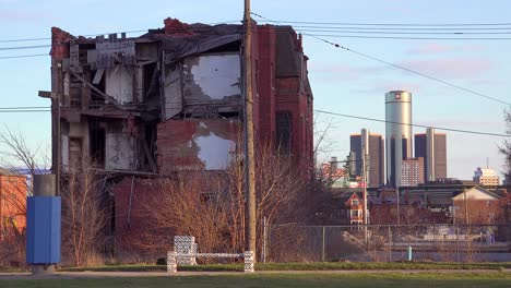 Old-rundown-neighborhood-near-Detroit-Michigan-2