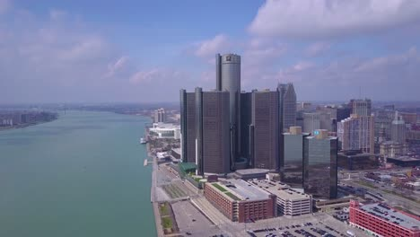 Aerial-shot-of-downtown-Detroit-with-GM-tower-and-Detroit-River