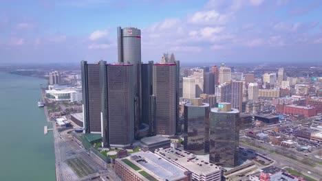 Toma-Aérea-Del-Centro-De-Detroit-Con-GM-Tower-Y-Detroit-Río-5