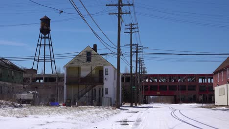 Old-abandoned-houses-and-abandoned-factories-in-a-ghetto-section-of-downtown-Detroit-Michigan-2