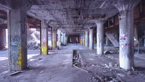 An-vista-aérea-over-rap-artists-singing-and-dancing-inside-an-abandoned-factory-in-Detroit