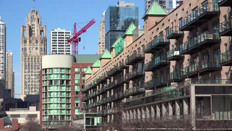 Establishing-shot-of-apartments-and-offices-on-the-Chicago-loop-1