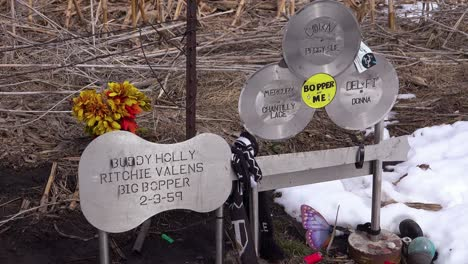 The-Buddy-Holly-Memorial-plane-crash-site-in-Clear-Lake-Iowa-3