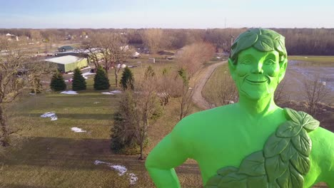 Aerial-of-the-Jolly-Green-Giant-statue-in-Blue-Earth-Minnesota