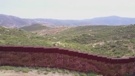 Antena-A-Lo-Largo-Del-Muro-Fronterizo-México