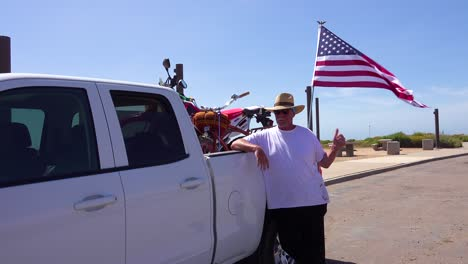 An-American-minuteman-patrols-the-US-Mexico-border