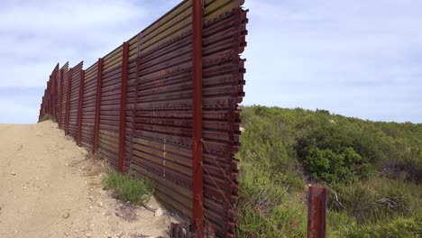 The-US-Mexico-border-wall-fence-ends-suddenly-in-the-desert-of-California