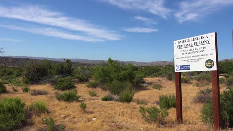A-sign-in-the-desert-near-the-US-Mexico-border-says-that-smuggling-is-illegal