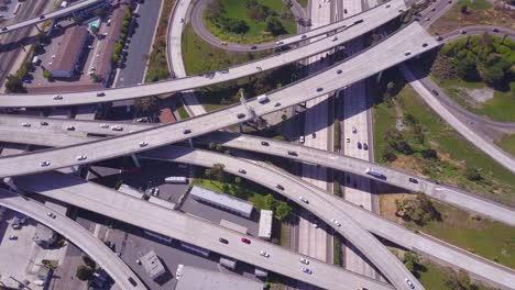 Una-Excelente-Antena-Sobre-Un-Vasto-Intercambio-De-Autopistas-Cerca-De-Los-Angeles-California-1