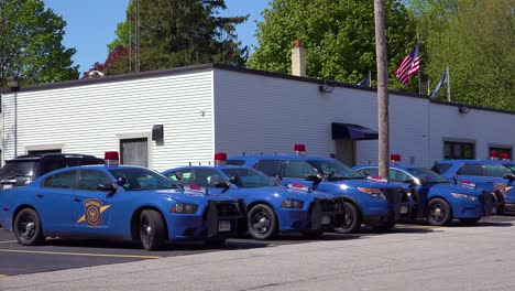 Establishing-shot-of-a-police-station-in-Michigan-with-police-cars-outside