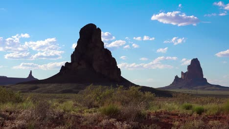 Beautiful-rock-formations-near-Monument-Valley-Arizona-2