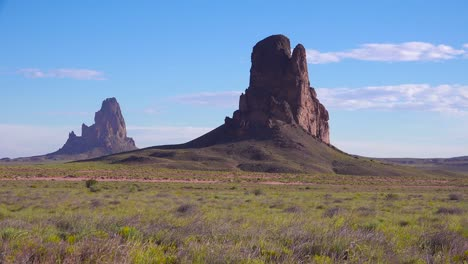 Beautiful-rock-formations-near-Monument-Valley-Arizona-3