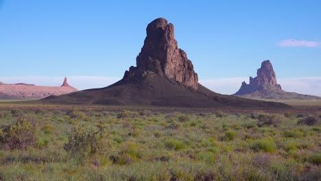 Beautiful-rock-formations-near-Monument-Valley-Arizona-4
