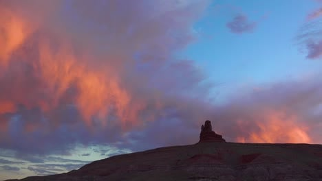 Beautiful-rain-clouds-rolling-above-buttes-near-Monument-Valley-Utah-2