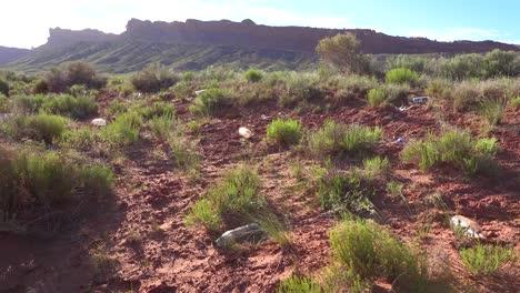 Basura-Y-Basura-Ensucian-El-Paisaje-Cerca-Del-Parque-Tribal-Navajo-De-Monument-Valley