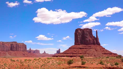 Beautiful-time-lapse-shot-of-Monument-Valley-Utah