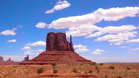 Beautiful-time-lapse-shot-of-Monument-Valley-Utah-1