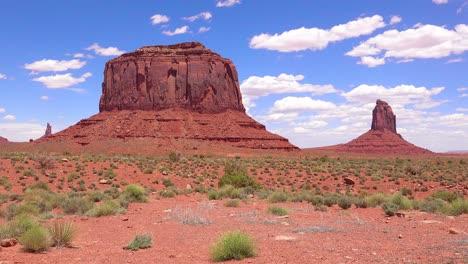 Hermoso-Lapso-De-Tiempo-De-Mesetas-Y-Cerros-En-Monument-Valley-Utah