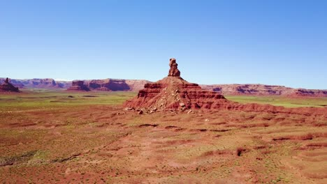 Incredible-aerial-through-the-buttes-and-rock-formations-of-Monument-Valley-Utah