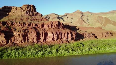 Aerial-along-the-San-Juan-River-in-Utah