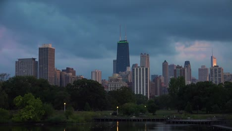 Time-laspe-day-to-night-of-Chicago-downtown-skyline-near-Lincoln-Park