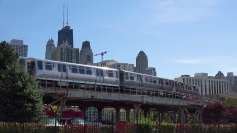 Toma-De-Establecimiento-Del-Centro-De-Chicago-Wil-El-Tren-Pasando