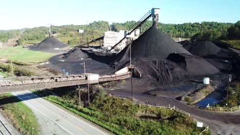 Gute-Antenne-über-Einem-Kohlebergwerk-In-West-Virginia-6