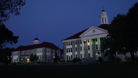 Nacht-Auf-Einem-Generischen-College-Oder-Universitätscampus-An-Der-James-Madison-University-Virginia