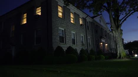 Nacht-Auf-Einem-Generischen-College-Oder-Universitätscampus-An-Der-James-Madison-University-Virginia-2