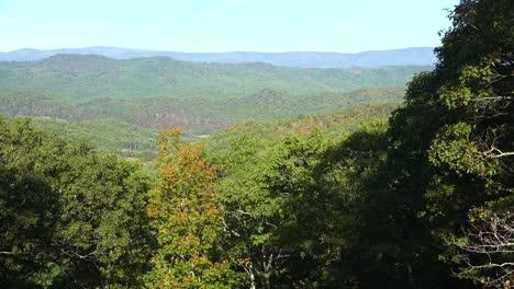 Toma-Panorámica-Amplia-Sobre-Los-Bosques-De-Las-Montañas-Blue-Ridge-De-West-Virginia