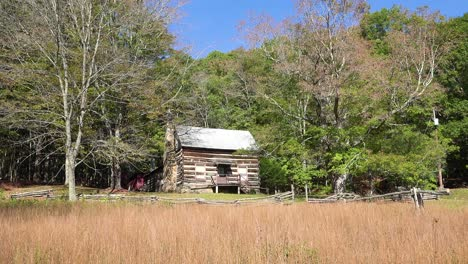 An-old-pioneer-cabin-in-the-hills-of-Appalachia-West-Virginia