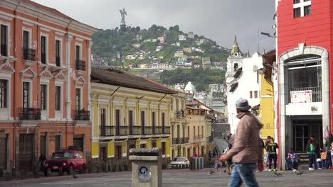 Toma-De-Establecimiento-De-Calles-Concurridas-De-Quito-Ecuador