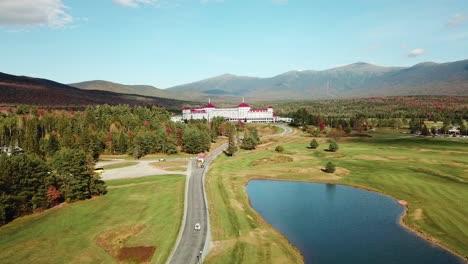 Una-Antena-Sobre-El-Imponente-Hotel-De-Lujo-Mt-Washington-Resort-Lodge-En-New-Hampshire