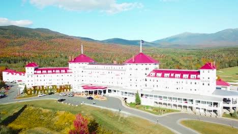 Una-Antena-Sobre-El-Imponente-Hotel-De-Lujo-Mt-Washington-Resort-Lodge-En-New-Hampshire-3