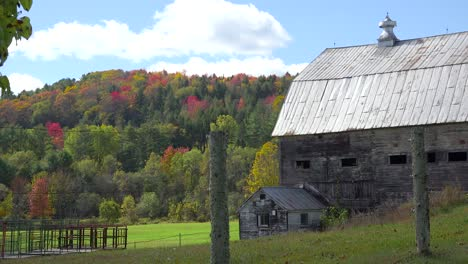 A-pretty-old-barn-and-farmhouse-in-rural-Vermont-1