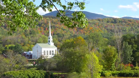 The-church-and-steeple-at-Stowe-Vermont-perfectly-captures-small-town-America-or-New-England-beauty