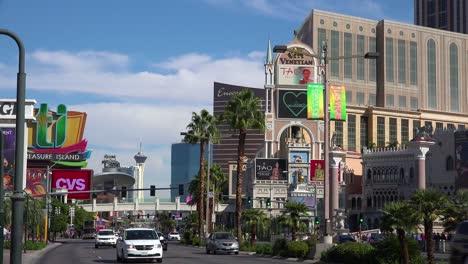 Toma-De-Establecimiento-De-La-Franja-De-Las-Vegas-Durante-El-Día-