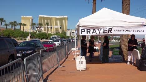 2017---Eine-Gebetszelle-Am-Fuße-Des-Schildes-&quot-Willkommen-In-Las-Vegas&quot-Nach-Amerikas-Schlimmster-Massenerschießung