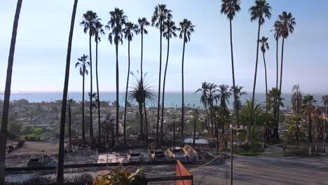 Los-Restos-Destruidos-De-Un-Vasto-Complejo-De-Apartamentos-Con-Vistas-A-La-Ciudad-De-Ventura-Tras-El-Incendio-De-Thomas-De-2017