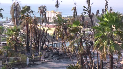 The-destroyed-remains-of-a-vast-apartment-complex-overlooking-the-city-of-Ventura-following-the-2017-Thomas-fire-2