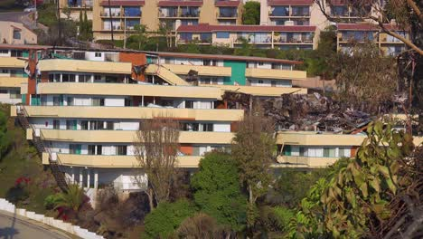 The-destroyed-remains-of-a-vast-apartment-complex-overlooking-the-city-of-Ventura-following-the-2017-Thomas-fire-4